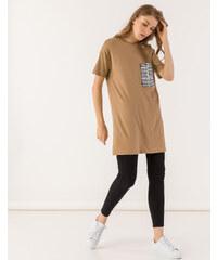 c07d8bd5ce5c Issue Fashion Oversized t-shirt με τσεπάκι εφημερίδα