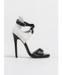 7c26869a533 The Fashion Project Πέδιλα με κλειστή φτέρνα και χιαστί λουράκια - Λευκό/ Μαύρο - 06870058002