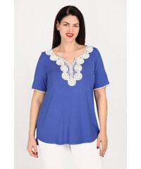 9d1b84d7d3c3 Dina XL Plus Size Έθνικ μπλούζα με μοτίφ στο ντεκολτέ